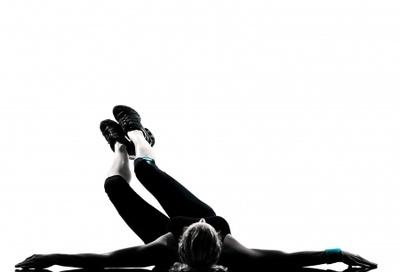 abdominaux obliques exercice de rotation de bassin au sol